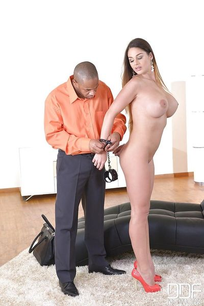 Fetish model Cathey Heaven submits to a huge black cock