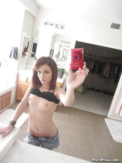 Girlfriend babe Kiera taking selfies and showing her tits and pussy