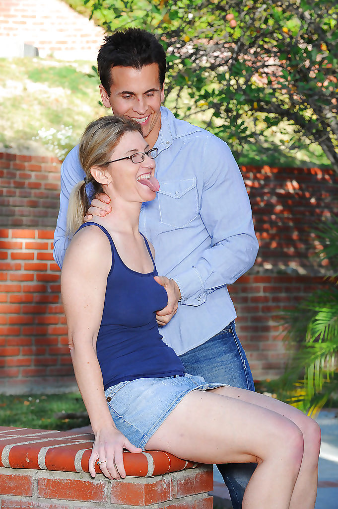Glasses adorned cougar Austin Scott showing off hairy vagina outdoors