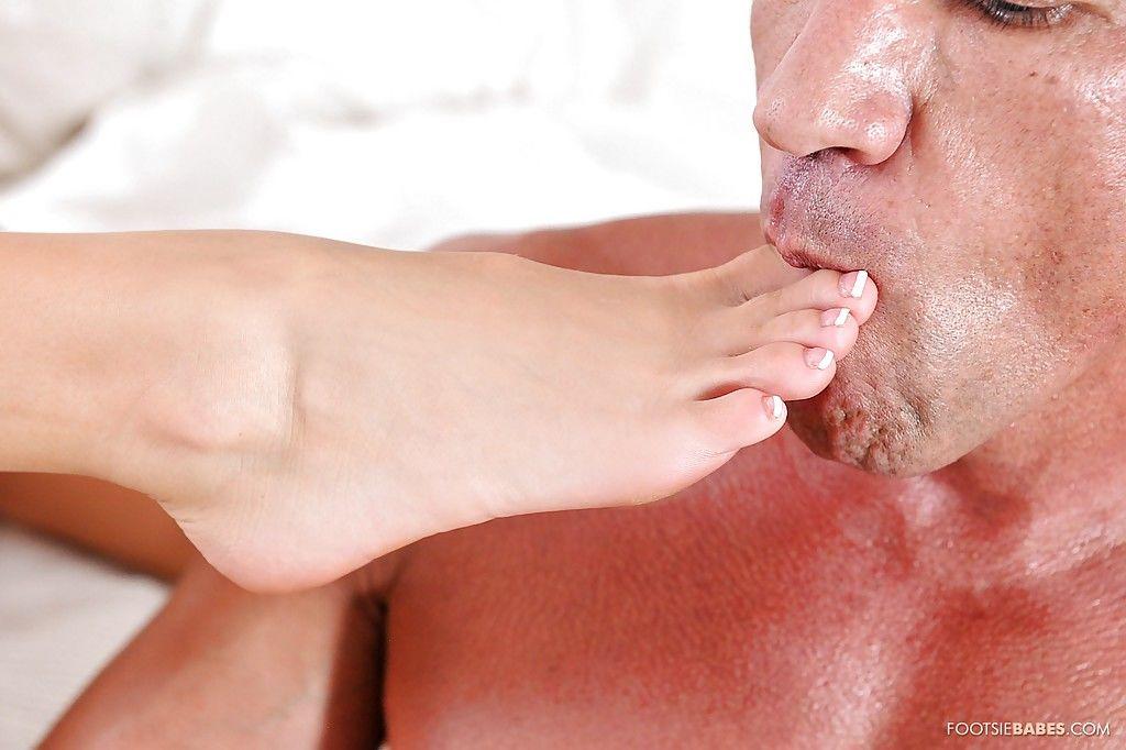 Spicy as hell blonde Jessa Rhodes is sucking a tasty hard dong - part 2