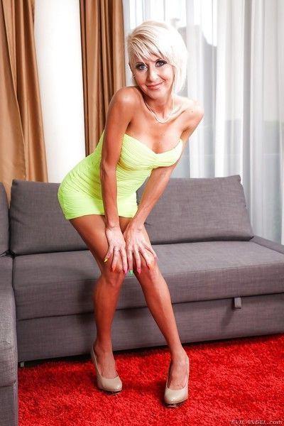 Stunning blonde MILF enjoys having her gaping asshole drilled hard