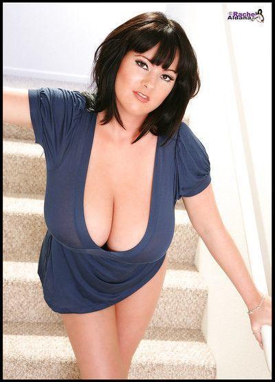 Fatty babe on high heels Rachel Aldana demonstrates her huge melons