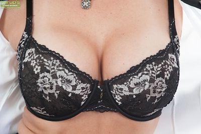 Brunette milf babe Mindi Mink shows off in lingerie and glasses