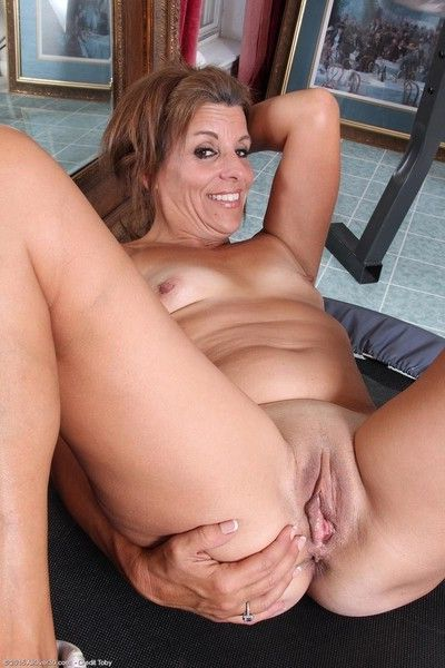 Sporty mature spreads naked