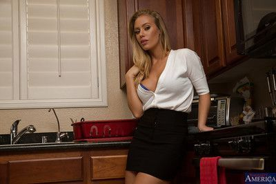 Super sweet wife Nicole Aniston is making a posing scene for her man