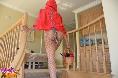 Ebony cosplay chick Carmel Bliss spreads pussy in fishnet stockings