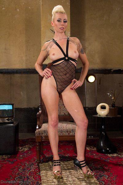 Mistress lorelei lee is sex in heels. her beauty is devastating and new slave sa