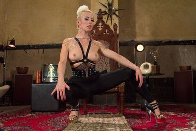 Mistress lorelei lee is sex in heels. her beauty is devastating and new slave sa