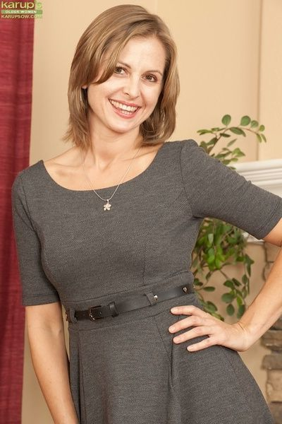 Spoiled mature Melissa Rose always wanted to take part in solo action