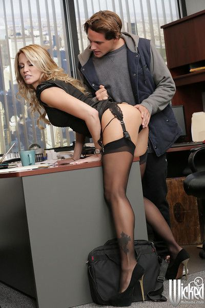 Sweet secretary Jessica Drake is being fucked in her mouth so hot