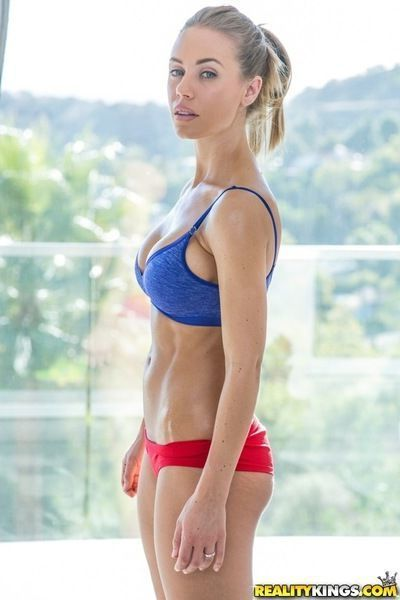 Sports chick Nicole Aniston is demonstrating her perfect belly