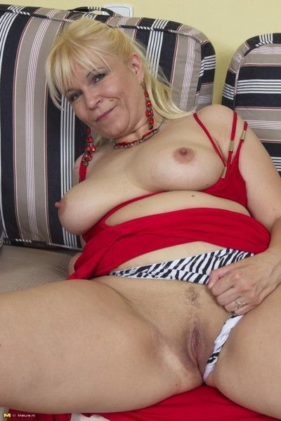 See this mature slut fuck like a maniac