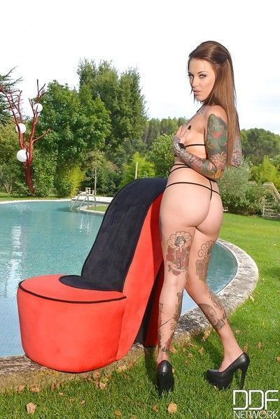 Outdoor foot fetish scene features tattooed babe Lauren and her toys