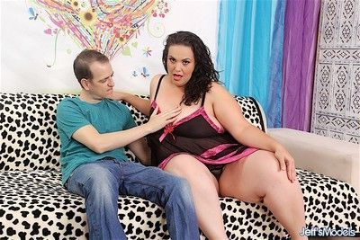 Cock hungry bbw sucks her guys dick and then takes it in her pus