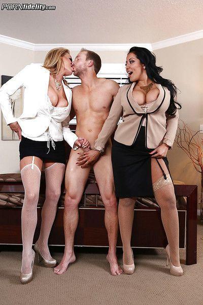 Threesome sex scene with an beautiful Latina milf Kiara Mia