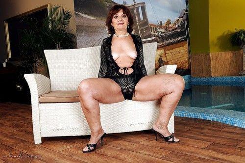 खूबसूरत विशालकाय महिला